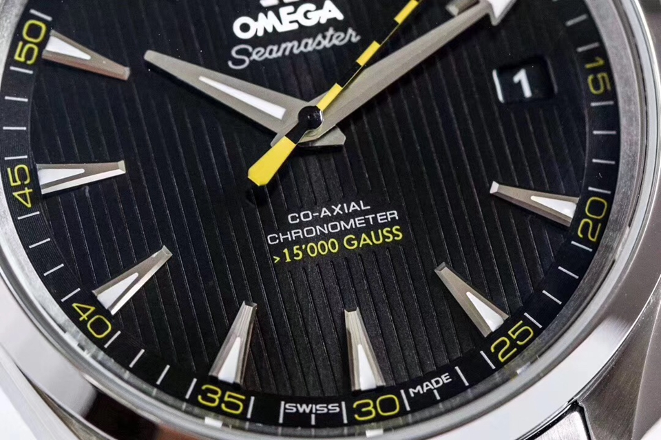VS欧米茄海马150米大黄蜂8500机真假对比评测