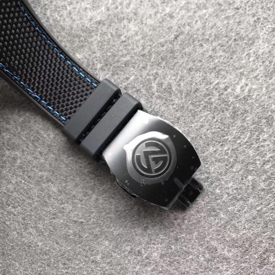FM法兰克碳纤维大表盘酒桶型机械表蓝字