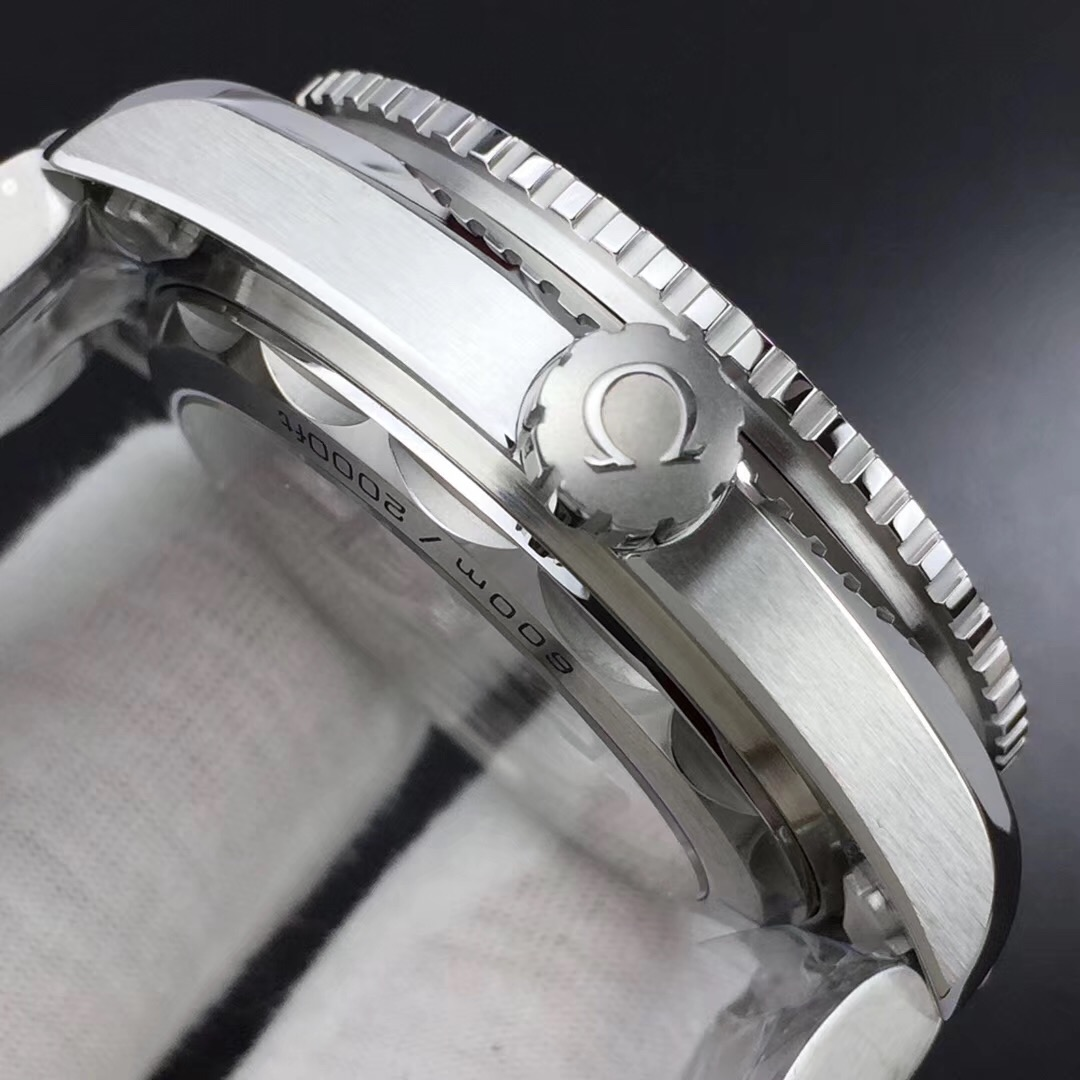 VS欧米茄海马600GMT太极圈43.5mm黑白陶瓷圈