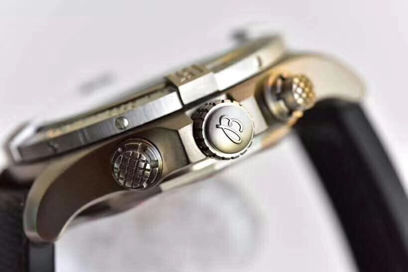 gf百年灵复仇者战机45大表盘直径7750机械手表